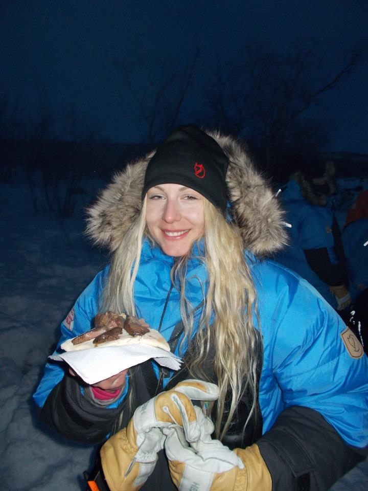 Frusen och trött men glad över mackan med renkött som jag sedan ändå inte kunde få i mig haha. Foto: George Soare