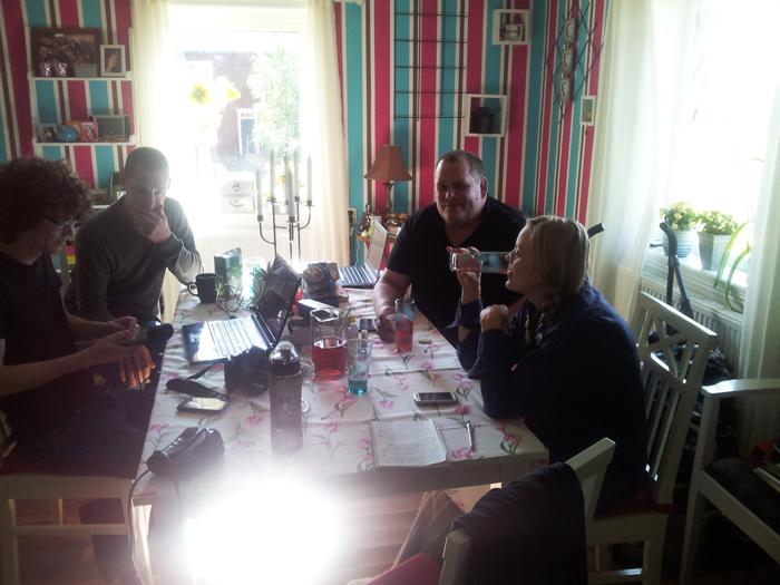 Sedan blev det fika. Här ser vi Tobias från radion, Adrian, Markus och Frida. Det vart lite tekniskt strul i början där men tillslut funkade det :)