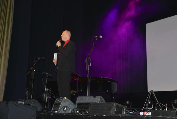 Jacke kom ut på scenen och galan var igång! Med fullsatt  publik, ca 400 pers!