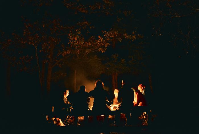 Vi satt runt elden tills klockan närmade sig midnatt :)