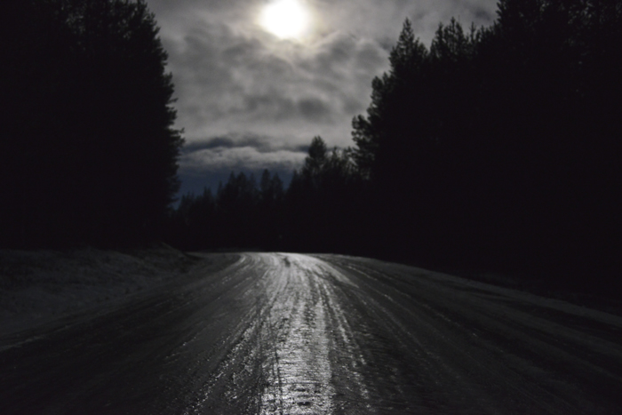 Is! Överallt. Tur vi hade fullmånen som sällskap i natt. Den lyste upp så fint.