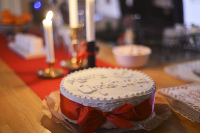 """Kelda, som är Hannahs syster, hade bakat en jättegod """"English christmas cake"""""""