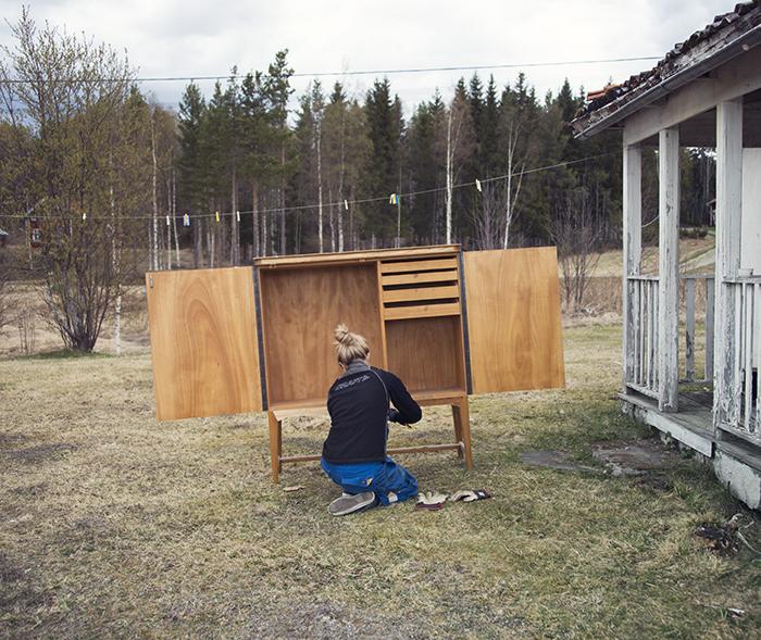 Och i vanlig ordning blev Åsa sittandes med att renovera en gammal möbel. Det är viktigt det med ;)