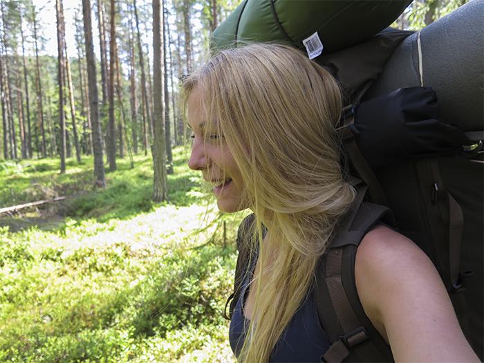 Stugan ligger mitt ute i skogen, men promenaden tar bara ca 15 minuter från stället där vi ställt bilen. Helt perfekt!