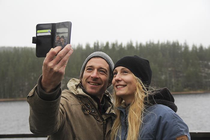 Jag och Markus Torgeby som leder eftersnacket! Markus är en annan go göteborgare som bodde 4 år i en kåta i skogen. Vi har lite gemensamt där, att vi båda flyttade vid 21 års ålder för att leva nära naturen. Väldigt roligt att prata med någon som kände/känner likadant för naturen.  Foto: SVT