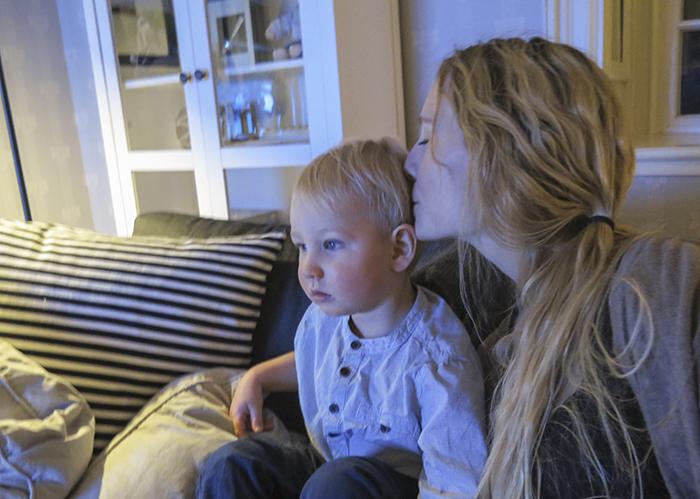 Nu är Noak en stor liten pojke som är så underbar och fin så jag nästan smälter. I kväll har jag suttit och tittat på TV med honom. Har aldrig haft ett trevligare TV-sällskap. Någonsin :)