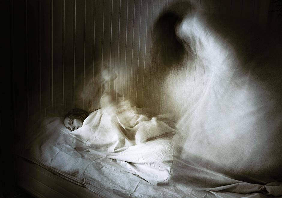 """Har en hel del foton som jag tagit med inspiration från mina upplevelser av sömnparalys. Den här kallar jag för """"Maran""""."""