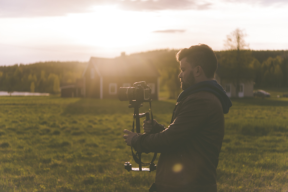 Såhär gick Oscar runt och filmade hela kvällen. Inte visste jag att det skulle resultera i en fin liten film!