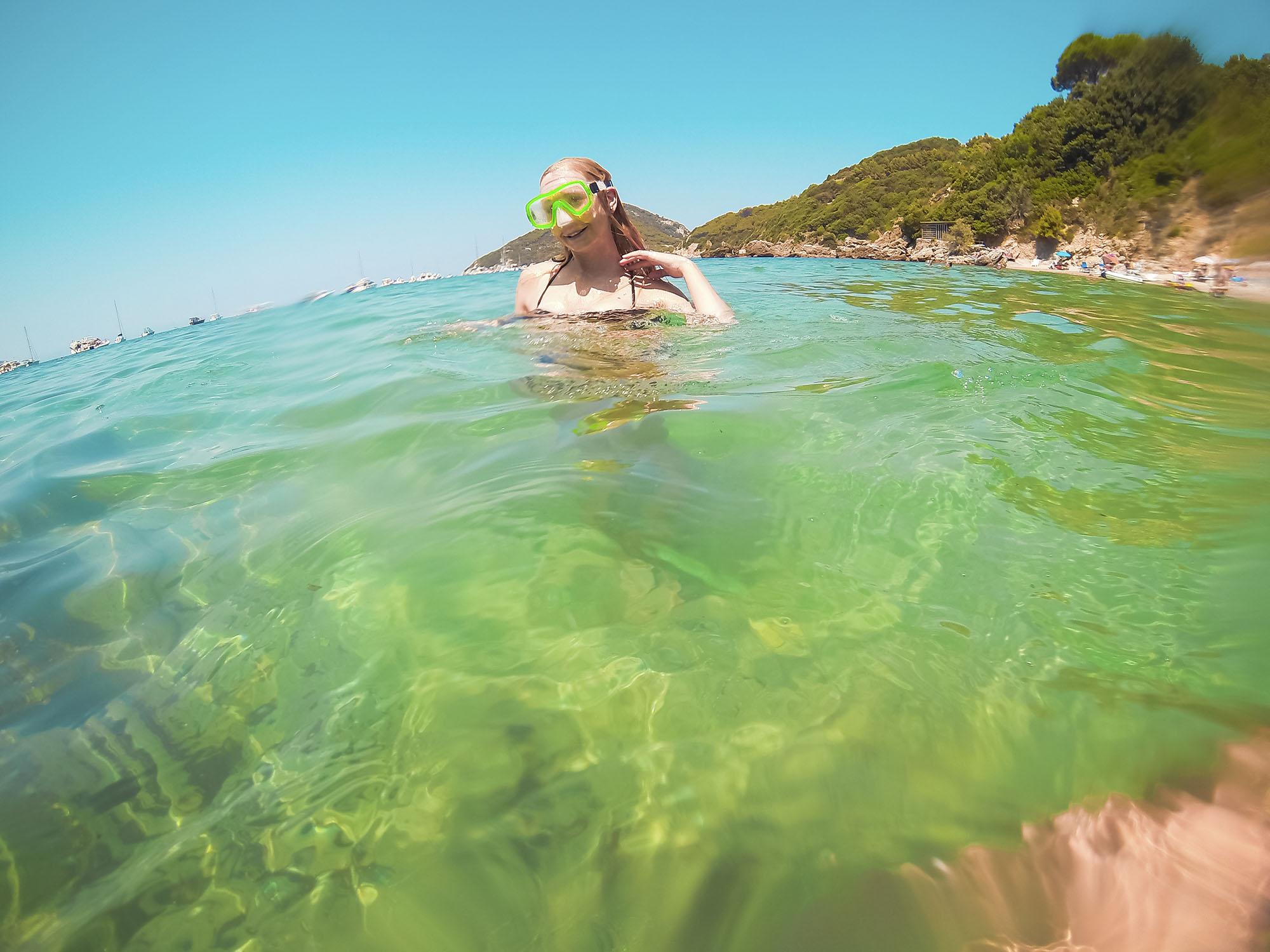 Det blir mycket dykning varje dag! Jag använder aldrig snorkel utan har bara cyklopet på mig så jag kan dyka ner och titta efter vackra stenar. Älskar att känna mig som en fri delfin :)