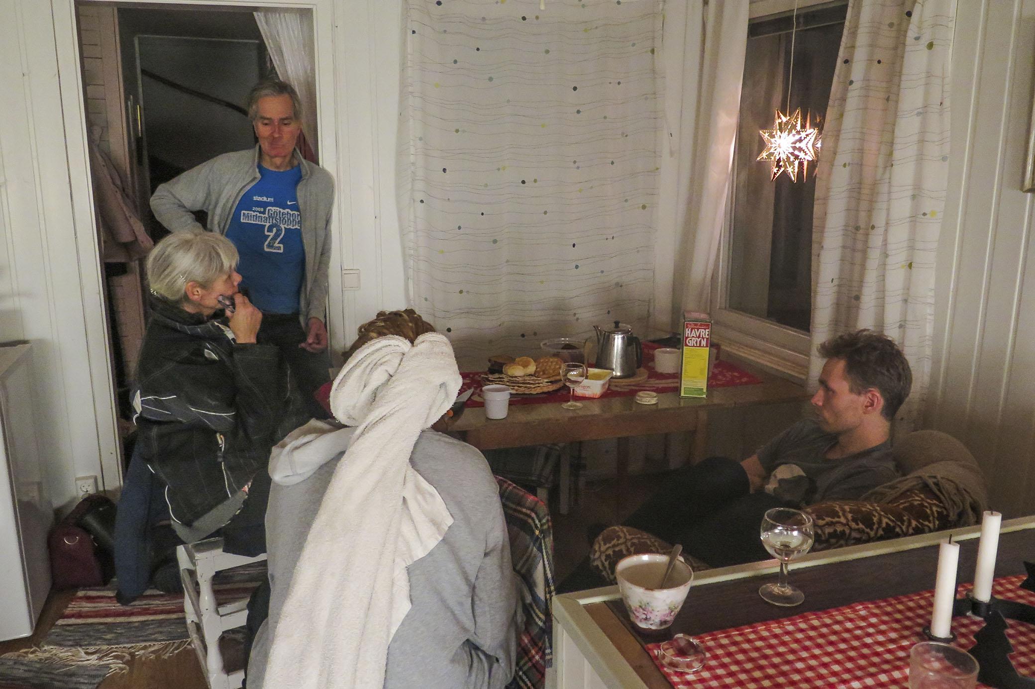 Mamma, pappa, Johanna och storebror Isac hemma hos mig.