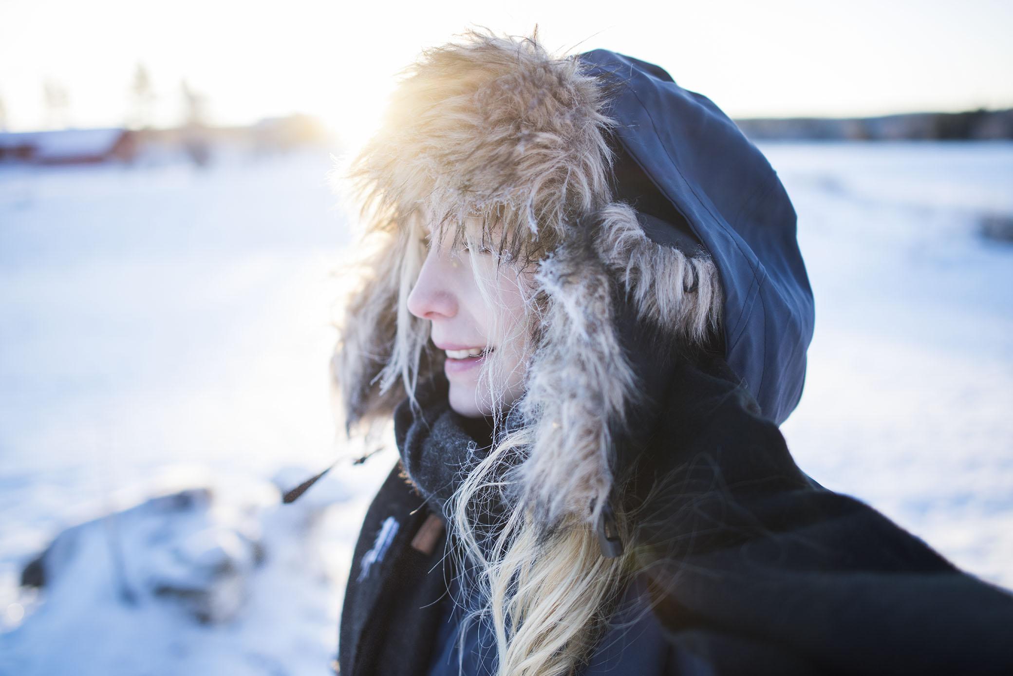 Ute i -30 grader. Luften är rysligt kall men ändå älskar jag att ta riktigt djupa andetag av riktigt iskall luft. Det känns så uppfriskande. Som om man andas in ny energi som renar hela kroppen.