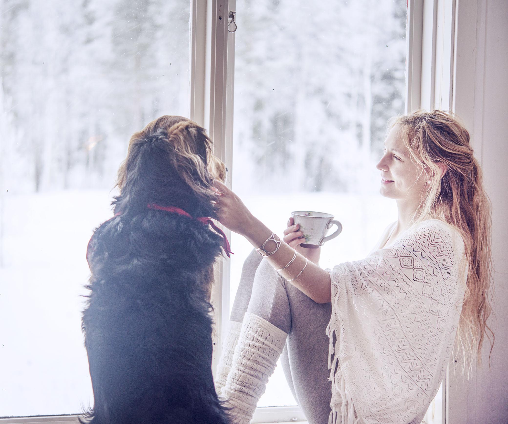 Januari. En av årets allra första dagar, runt 2-3 januari. Jag minns den så väl. Jag satt i fönstret och filosoferade och kände en känsla av något nytt. Inte bara som om jag vänt blad. Mer som om jag börjat på ett helt nytt kapitel i livet. Allt kändes vitt och orört. Som om ett lager av vacker nysnö lagt sig över världen och suddat ut allt gammalt. Jag kände mig redo för en nystart.