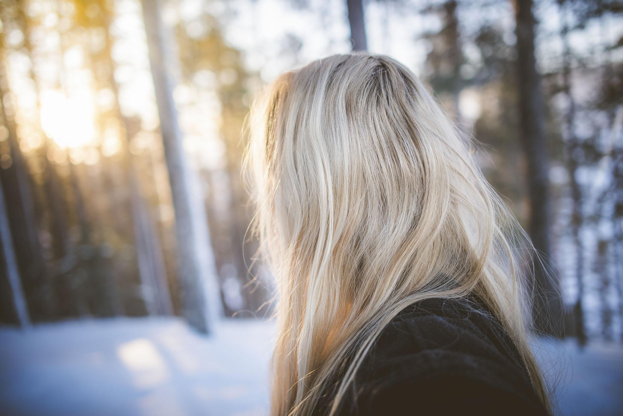 Jag kände den där allra första lilla förnimmelsen av en vår som närmar sig. Jag hörde fåglar som kvittrade i skogen och det har jag inte hört sedan i höstas, och solens strålar värmde på kinden.