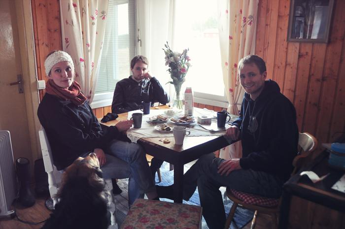 Igår kom lillebror Filip, storebror Isac och hans Hannah hem till mig och fikade lite. Det var väldigt mysigt! :D