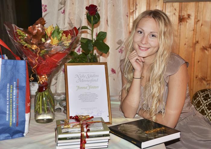 Fick så mycket fint med mig hem. Bland annat ett jättefint diplom, blommor och massivs med böcker som Nicke skrivit. Åhh, lycka!