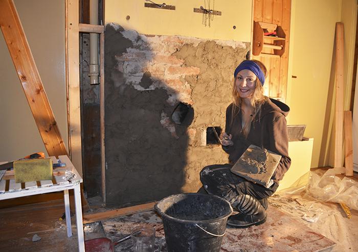 Och en bild från ikväll när jag la på murbruk. Lite nervös, sliten och trött, men glad att få lära mig nya saker!