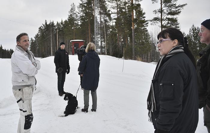 SVT på plats i Omsjö, och även vi berörda bybor. Redo för att intervjuas om den planerade vindkraftsparken.