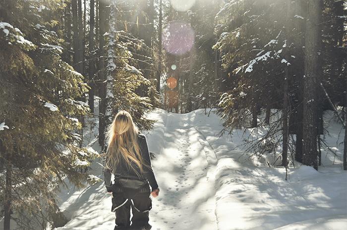 Den 14 mars för ett år sedan var jag ute på en promenad i skogen. Det var mycket mer snö då än vad det är nu.