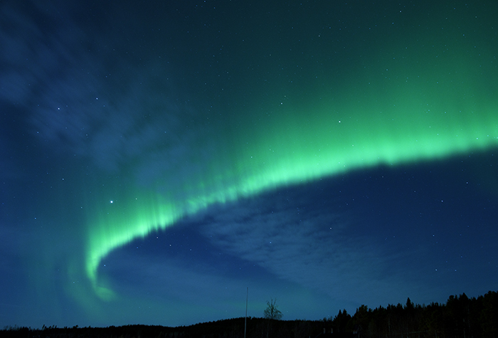 Det var ett speciellt norrsken denna natten. Det sträckte sig som en lång rand med väldigt starkt kontrast.