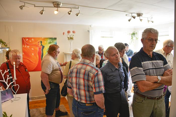 Och fullproppat med besökare inne i galleriet! Vilken glädje det var att se det.