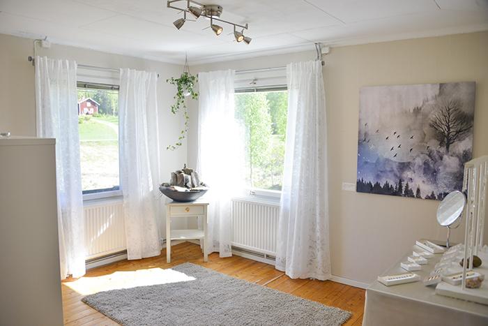Ett luftigt och ljust rum! Med mycket inspiration från naturen. Fortfarande lite tomt här inne. Men det ska fyllas på med mer :)