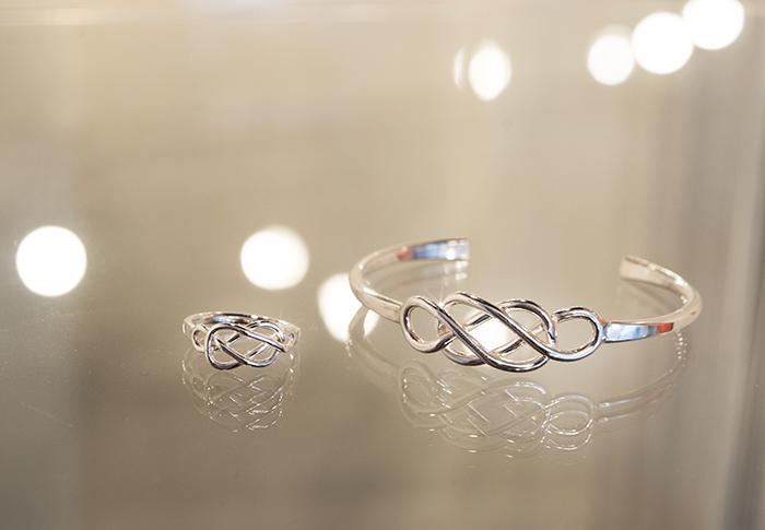 Celtisk kärleksknut i armband och ring. Det är nog mina favoriter i kollektionen just nu.