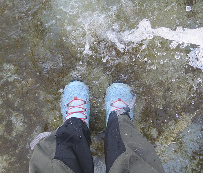När vi kom ner igen gick ställde jag mig i en fontän för att prova om skorna verkligen var vattentäta. Jajamen, de var dem!