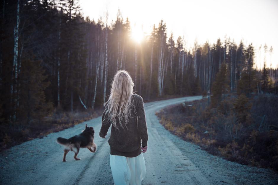 Jag pratar ofta om hur viktigt det är att välja sin egen väg i livet. Eller att våga trampa upp en stig där det inte ens finns någon väg. Att följa sitt hjärta och lyssna inåt.  Därför känns det extra viktigt att jag själv faktiskt gör det, och vågar vara ärlig med vad jag känner. Och våga välja vägen som känns rätt för mig.