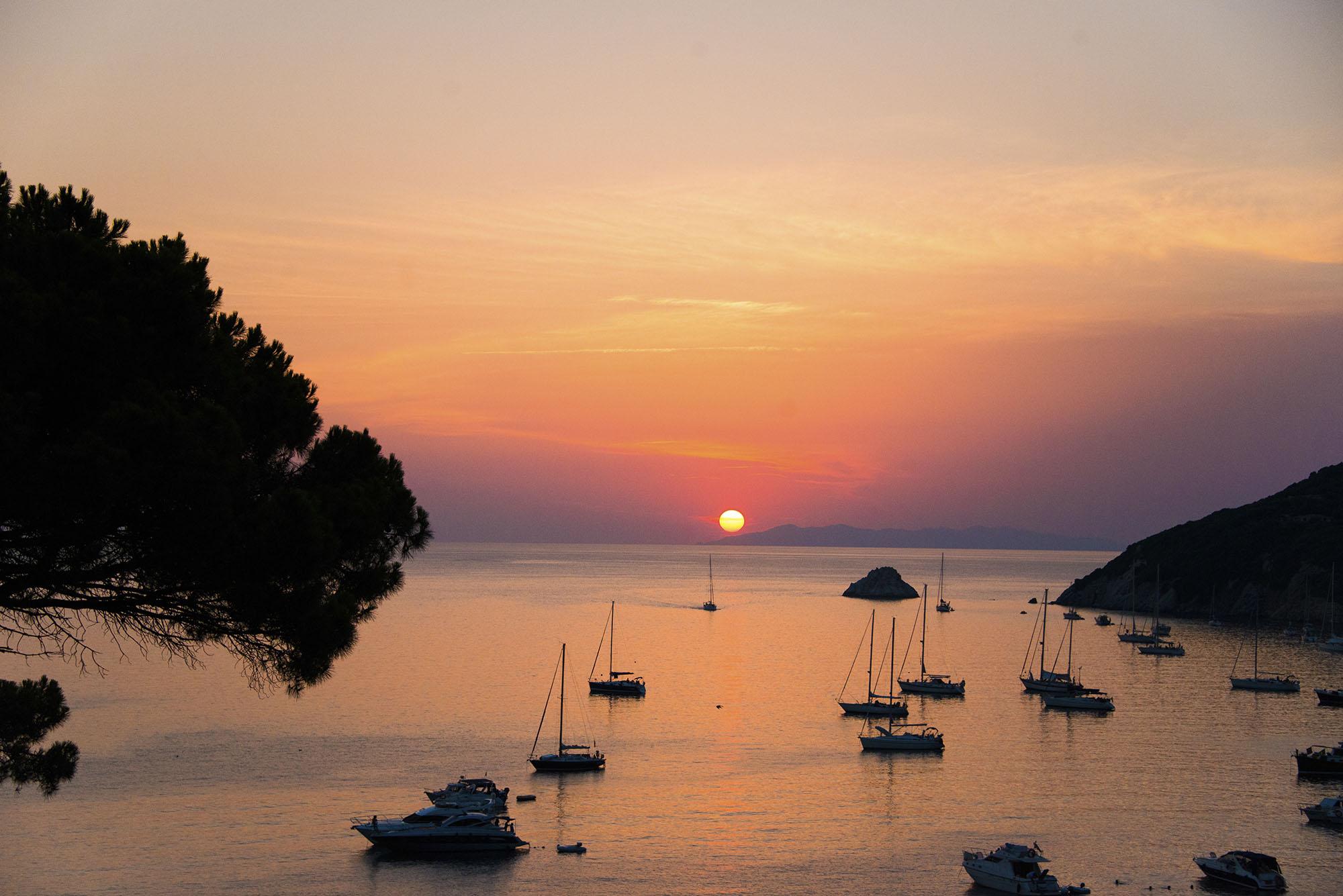 Från Viticcio kan man inte se soluppgången men däremot en oslagbar solnedgång varje kväll. Får aldrig nog av detta.