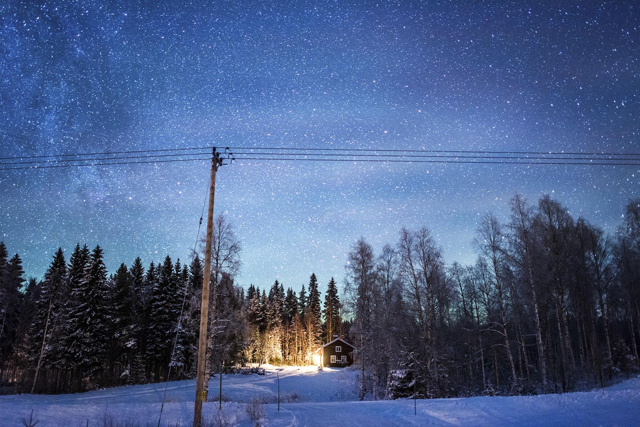 Ute och går i Grundtjärn en vacker vinternatt.