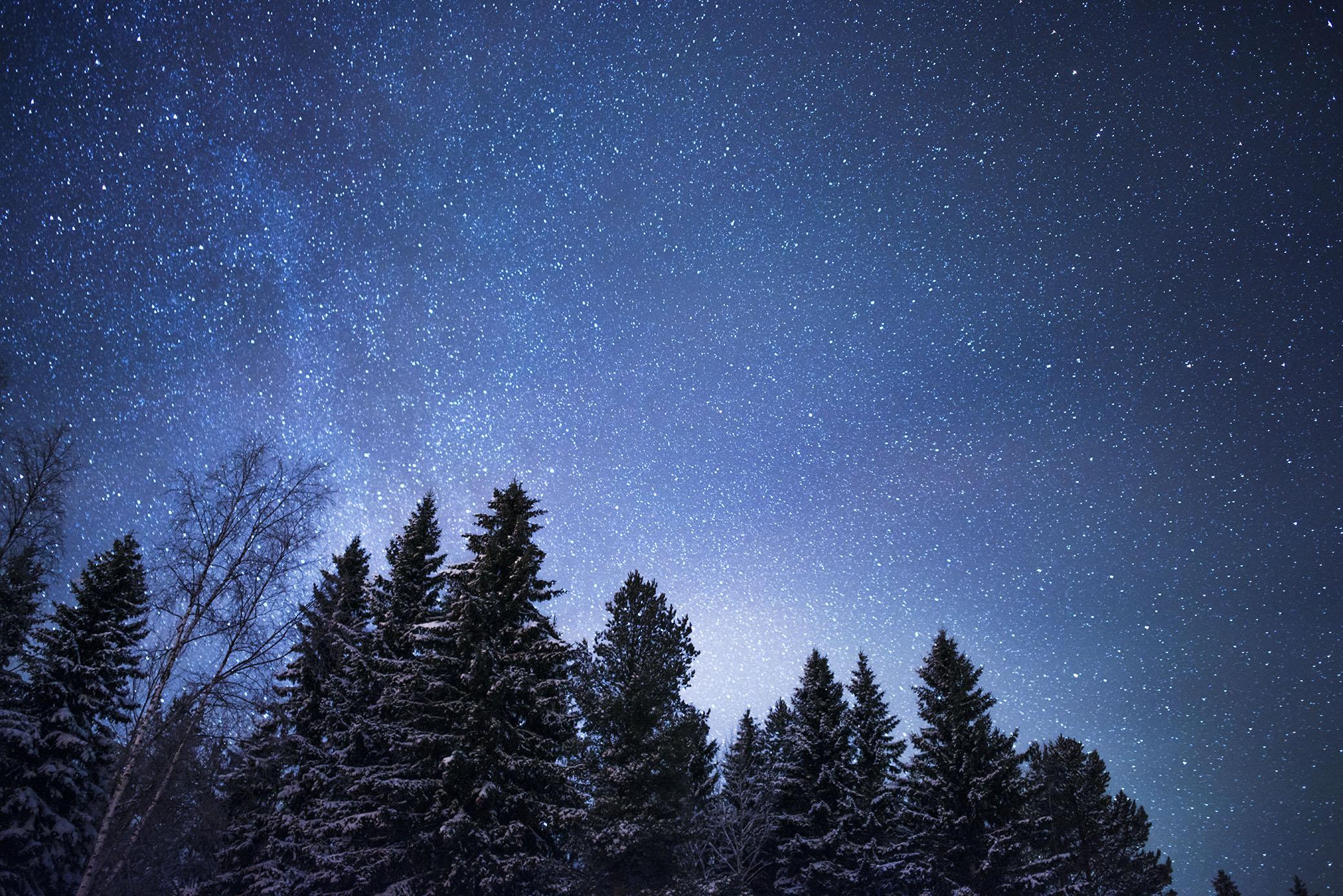 Det spelar ingen roll hur mycket tid jag redan spenderat av mitt liv tittandes upp mot stjärnhimlen. Jag blir aldrig trött på det. Varje gång blir jag lika fascinerad. Ja, jag tror till och med att jag blir mer och mer fascinerad ju äldre jag blir. Jag kan aldrig sluta att älska stjärnhimlen.