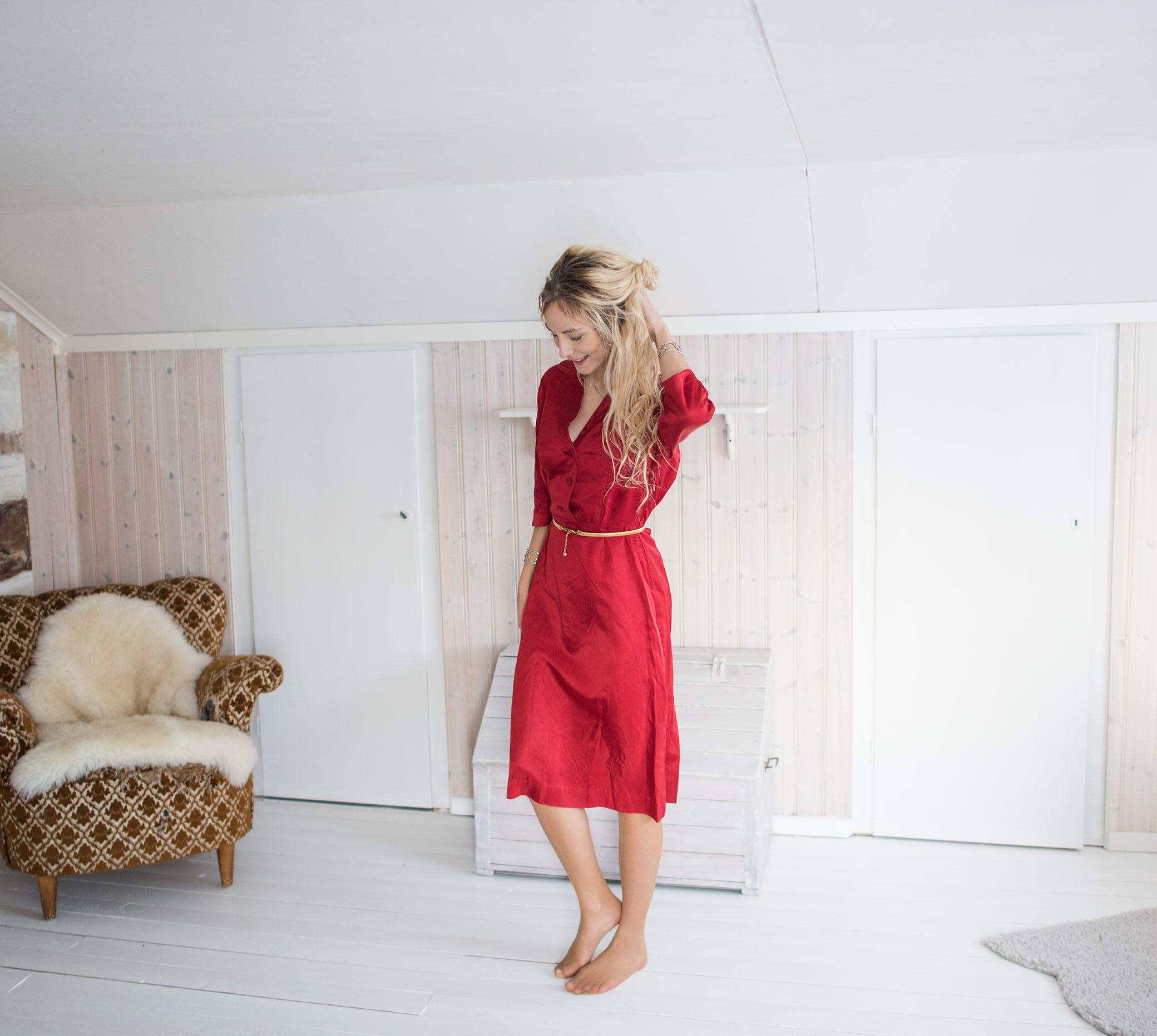 Och nu till kläderna! Det här är den röda klänningen som jag hade på mig på  bilden med Elaine och Vera. Den här ska jag nog ha på mig på julafton  tänkte ... abb0d2d7f8ff4