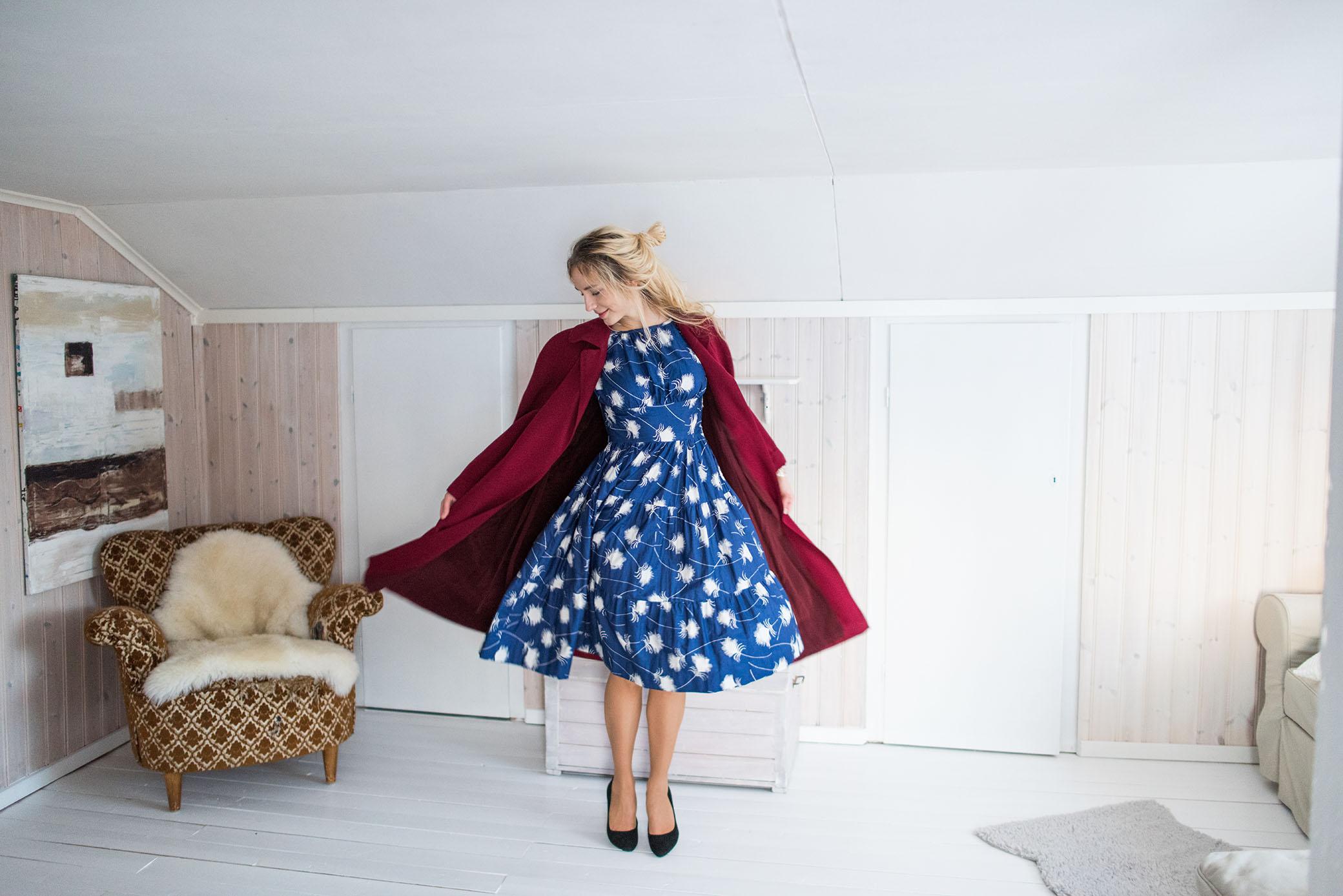 """00fe0dd87f08 Nu längtar jag tills jag får gå på fest i mina """"nya"""" kläder och dansa så  min ängsull-klänning blåser upp sig sådär fint när man snurrar!"""